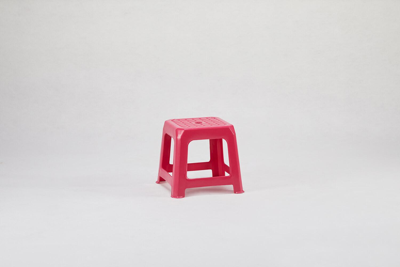 粉紅色塑膠椅