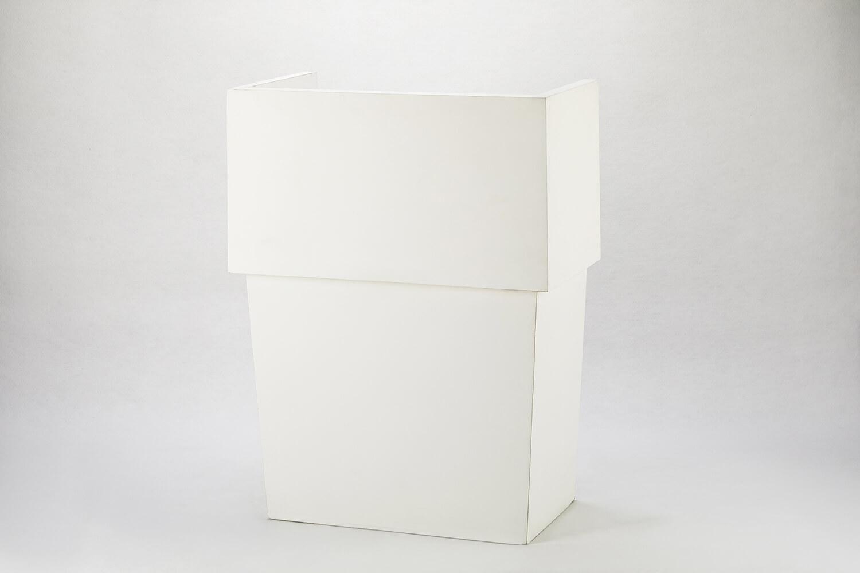 白色木製講桌