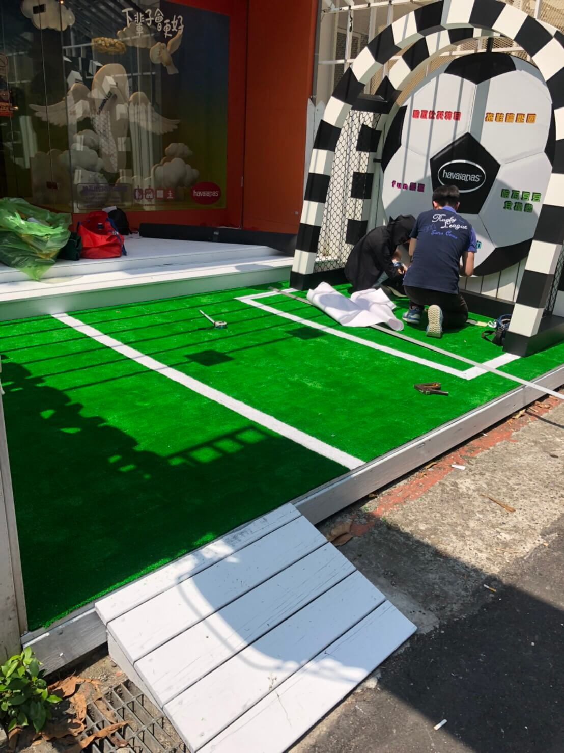 哈瓦斯夏趴 – 草皮地毯施工